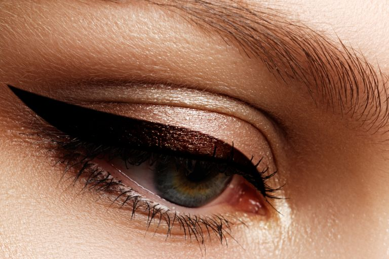 Το brown eyeliner είναι η νέα τάση | vita.gr