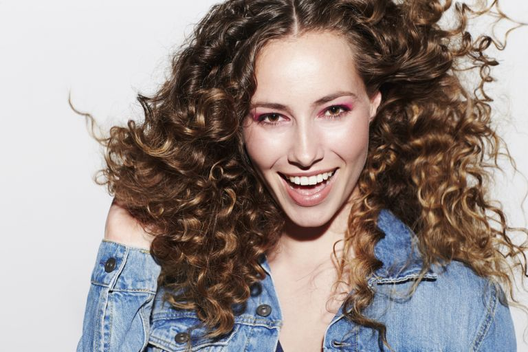 Hair care : Πώς να περιποιηθείτε τα μαλλιά σας ανάλογα με τον τύπο τους | vita.gr