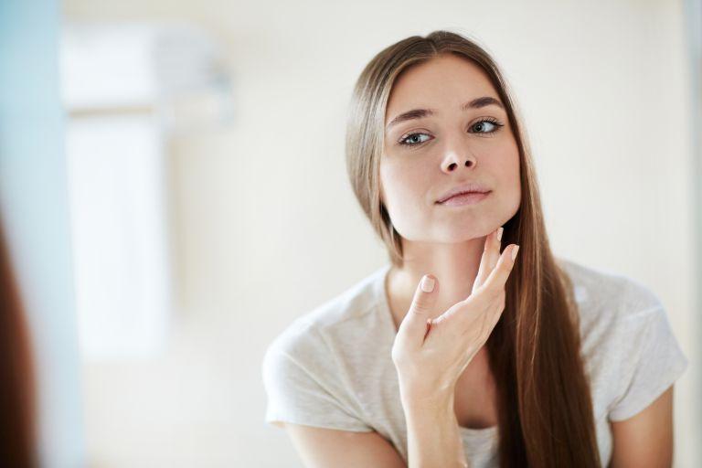 Beauty: Τελικά κάνει να βάζουμε οδοντόκρεμα στα σπυράκια; | vita.gr
