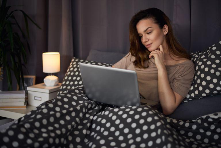 Γιατί είναι καλό το ζεστό ντους πριν να κοιμηθείτε | vita.gr