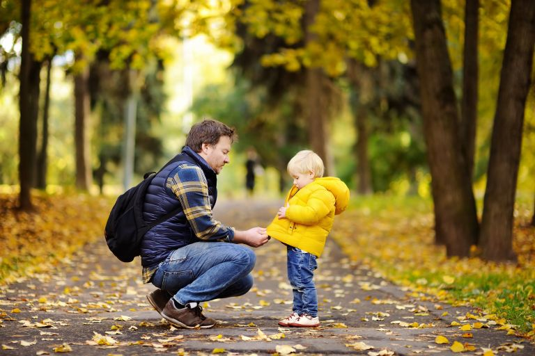 Πώς θα μάθει το παιδί να ντύνεται μόνο του; | vita.gr