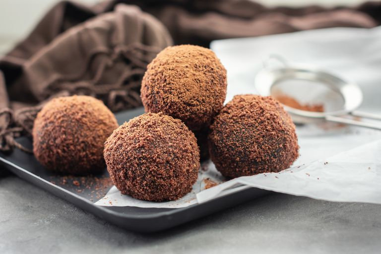 Περίσσεψαν πασχαλινά κουλουράκια; Κάντε τα τρουφάκια σοκολάτας | vita.gr