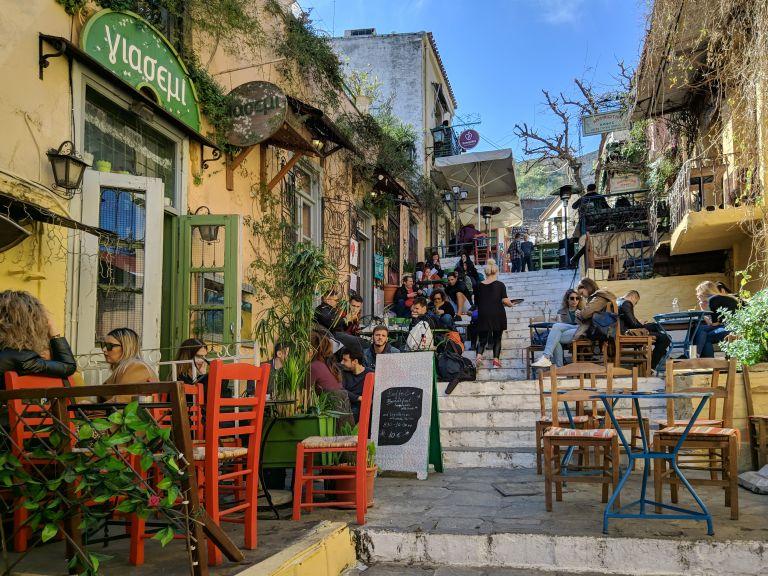 Επανεκκίνηση της εστίασης: Πώς θα πάμε σε καφέ, μπαρ και εστιατόρια | vita.gr