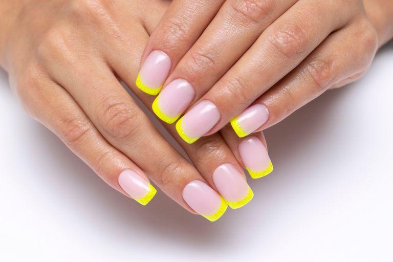 Το γαλλικό μανικιούρ αλλιώς: Η κορυφαία τάση στα νύχια για το καλοκαίρι | vita.gr