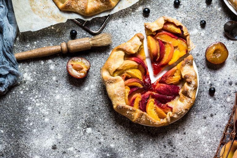 Καλοκαιρινή πίτα με ροδάκινα | vita.gr