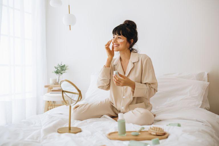 Self-Care: Οι εύκολες πρακτικές για να φροντίσετε την ψυχική σας υγεία | vita.gr