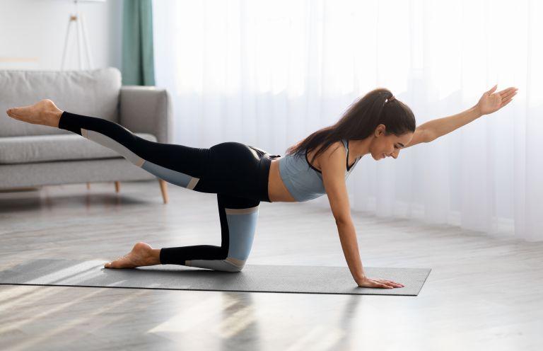 Οι 4 ασκήσεις για καλλίγραμμα πόδια | vita.gr