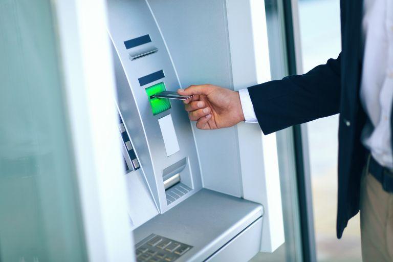 Εάν δείτε αυτό πάνω στο ATM προσοχή, είναι απάτη | vita.gr