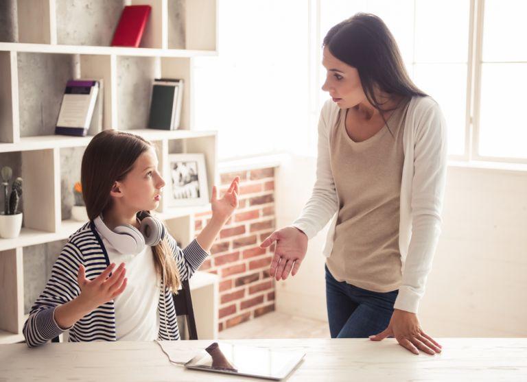 Πώς να διαχειριστείτε το παιδί όταν σας αντιμιλάει | vita.gr