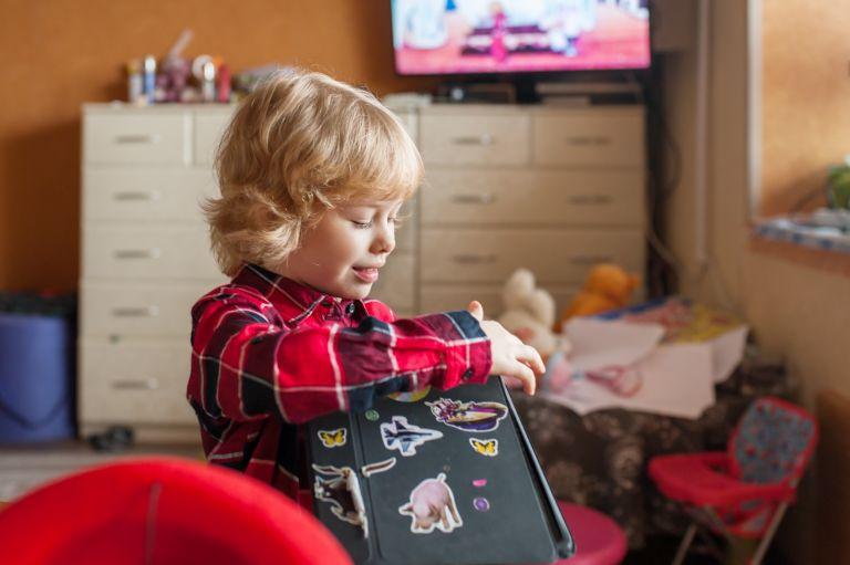 Αυτοκόλλητα: Βοηθούν το παιδί να εξελιχθεί; | vita.gr