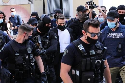 Γλυκά Νερά: Παιδικός φίλος της Κάρολαιν συνέλαβε τον Μπάμπη | vita.gr
