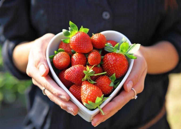 Εύκολο γαλλικό κλαφούτι με φράουλες | vita.gr