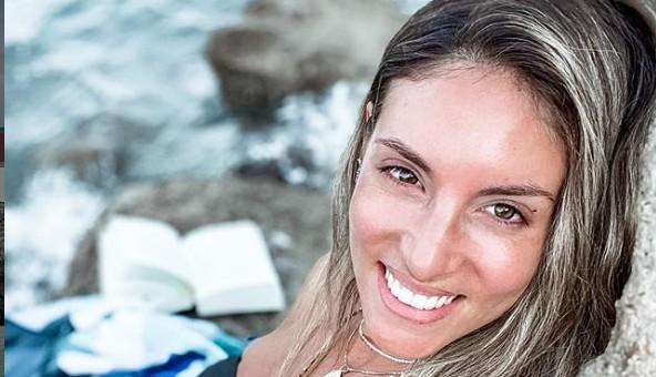 Αθηνά Οικονομάκου: Το πρώτο μπάνιο στη θάλασσα μετά τη γέννηση της κορούλας της | vita.gr
