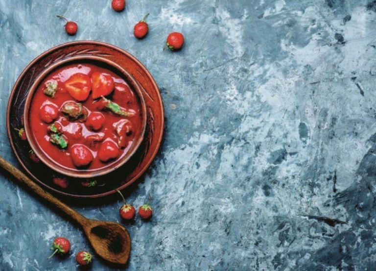 Πιπεράτη σούπα με φράουλα | vita.gr