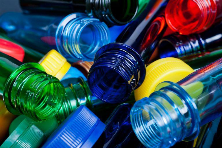 Μειώθηκε η παγκόσμια παραγωγή πλαστικού για πρώτη φορά μετά τ0 2008   vita.gr