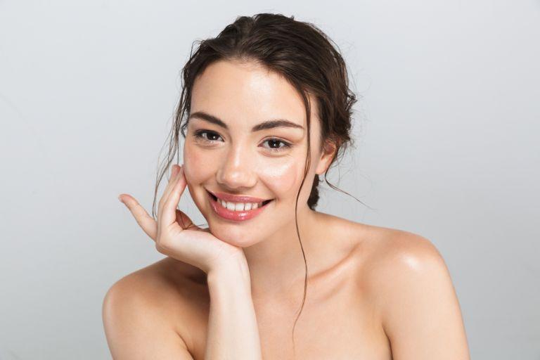 Πέντε καθημερινές συνήθειες για λαμπερό δέρμα | vita.gr
