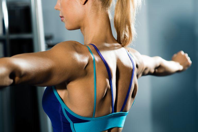 Εύκολες ασκήσεις για γυμνασμένη πλάτη και καλή στάση | vita.gr