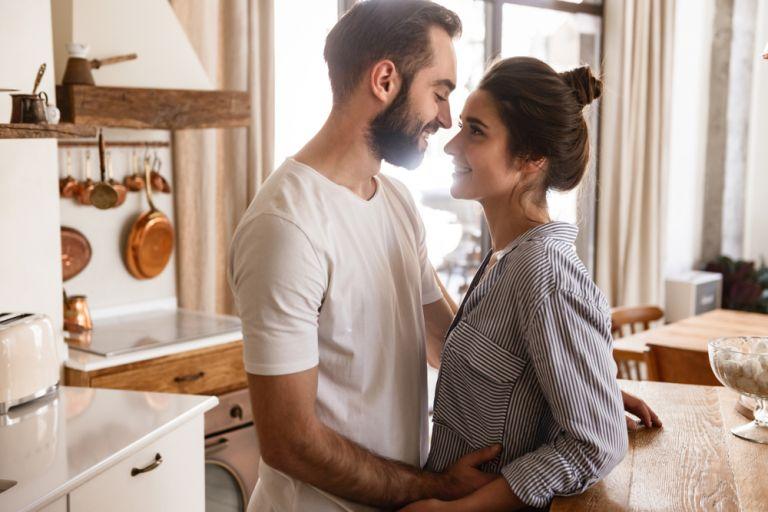 Ο φόβος της οικειότητας: Μήπως σαμποτάρετε τις σχέσεις σας; | vita.gr