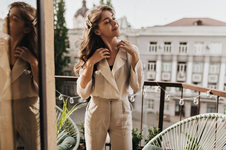 Φορέστε το λινό σας παντελόνι όπως η Ρόζι Χάντιγκτον | vita.gr