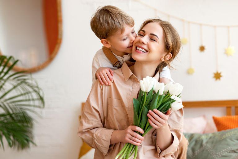 Πώς θα μάθουμε στα παιδιά μας να είναι γενναιόδωρα | vita.gr