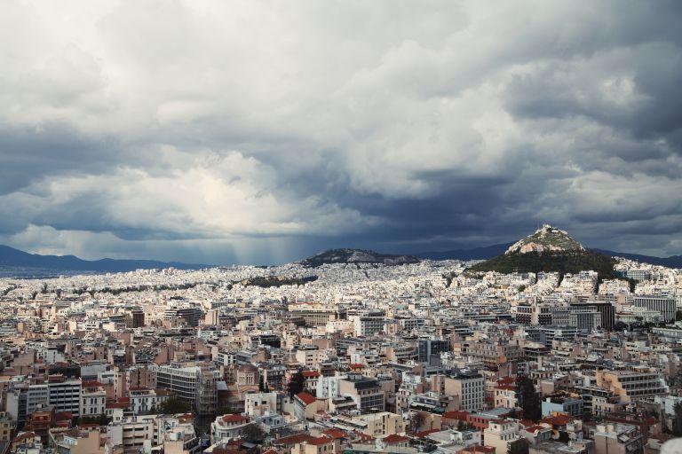 Καιρός: Μαύρα σύννεφα πάνω από την Αττική – Που θα σημειωθούν βροχές | vita.gr