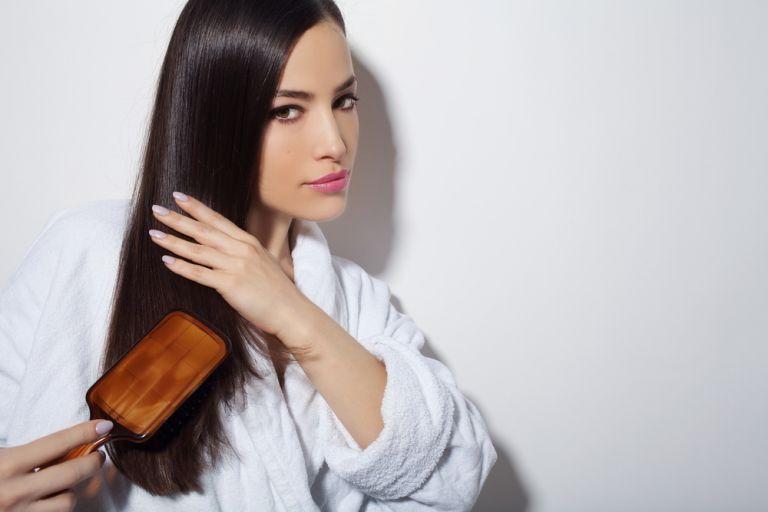 Ετσι θα πετύχετε επαγγελματικό αποτέλεσμα στο ίσιωμα μαλλιών   vita.gr