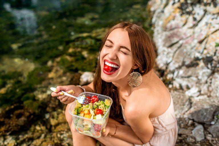 Τρεις διατροφικές συνήθειες που «ρίχνουν» τον μεταβολισμό | vita.gr