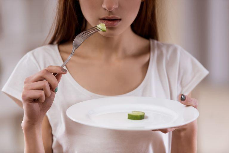 Μεγάλη αύξηση διατροφικών διαταραχών παρατηρείται στους εφήβους κατά τη διάρκεια της πανδημίας | vita.gr