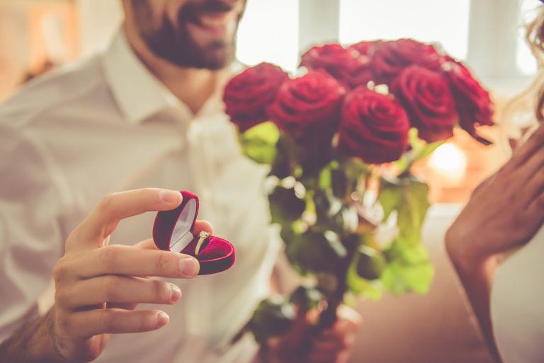 Euro: Της έκανε πρόταση γάμου την ώρα ποδοσφαιρικού αγώνα   vita.gr
