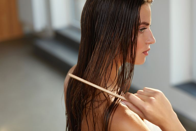 Πέντε συνήθειες που φθείρουν τα μαλλιά σας | vita.gr