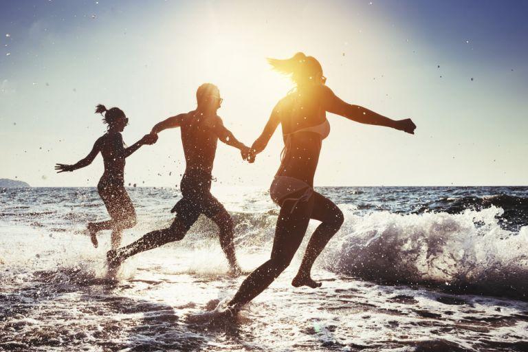 Να αφήσω το έφηβο παιδί μου να κάνει μόνο του διακοπές φέτος; | vita.gr