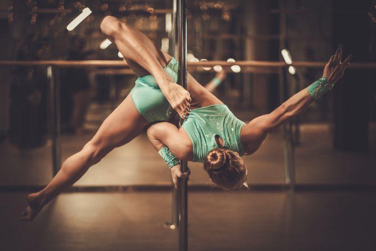 Pole Dancing: Δέκα λόγοι να πιάσετε τον στύλο | vita.gr