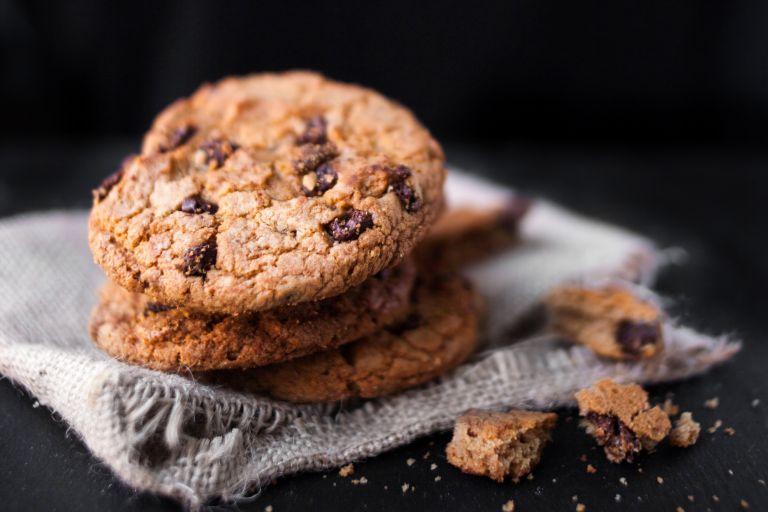 Λαχταριστά μπισκότα με φυστικοβούτυρο και κομματάκια σοκολάτας   vita.gr