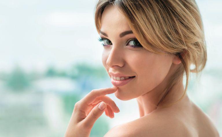 Τα μυστικά για να πετύχετε φυσικό αποτέλεσμα στο πρωινό μακιγιάζ | vita.gr