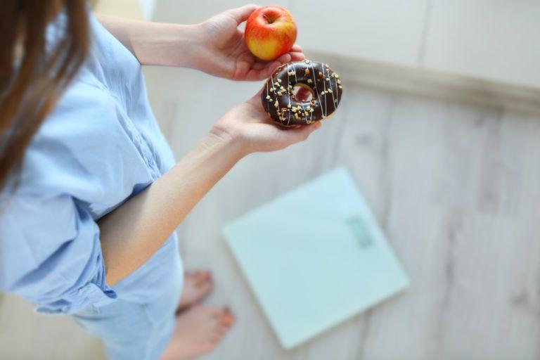 Επιθυμία για γλυκά ενώ κάνετε δίαιτα; Έτσι θα την νικήσετε | vita.gr