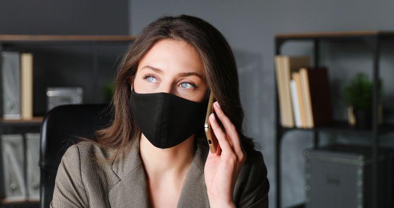 Covid-19: Πρέπει να φοράτε μάσκα αν έχετε εμβολιαστεί πλήρως;   vita.gr