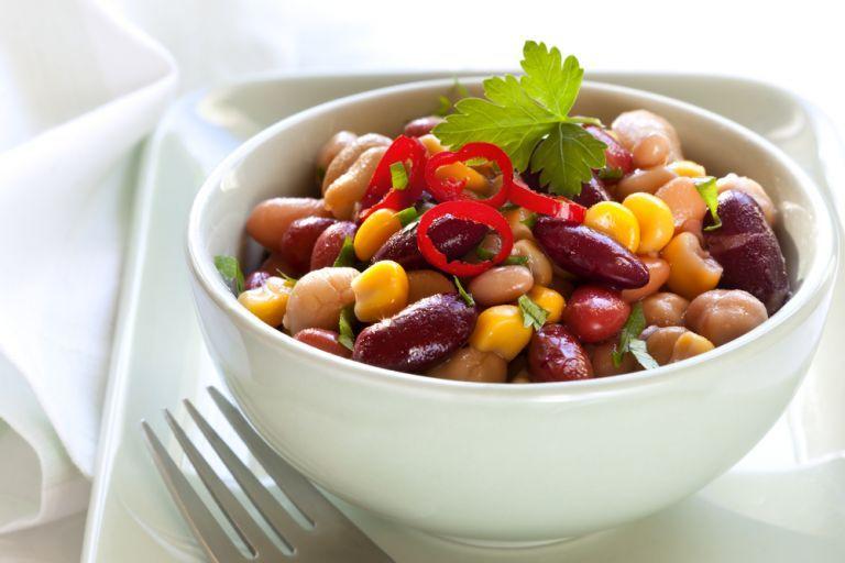 Χορταστική μεξικάνικη σαλάτα αντί για βραδινό | vita.gr