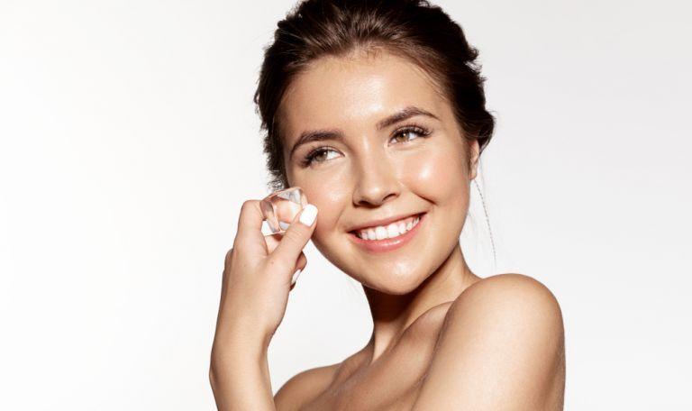 Beauty routine: Πώς θα διώξετε τα σπυράκια φυσικά; | vita.gr