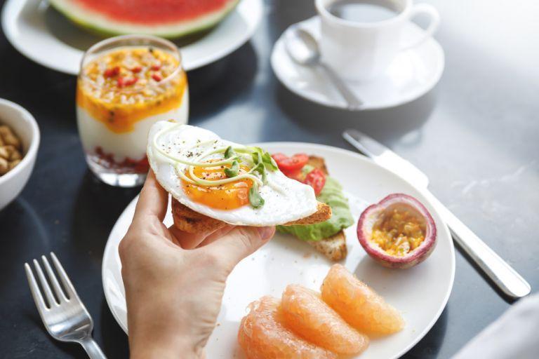 Ποιες τροφές ενισχύουν την υγεία των ματιών; | vita.gr