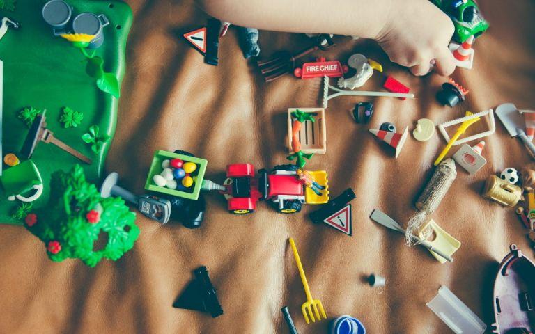 Φέτος το καλοκαίρι οι μικροί μας φίλοι διασκεδάζουν με τα πιο δημιουργικά παιχνίδια | vita.gr