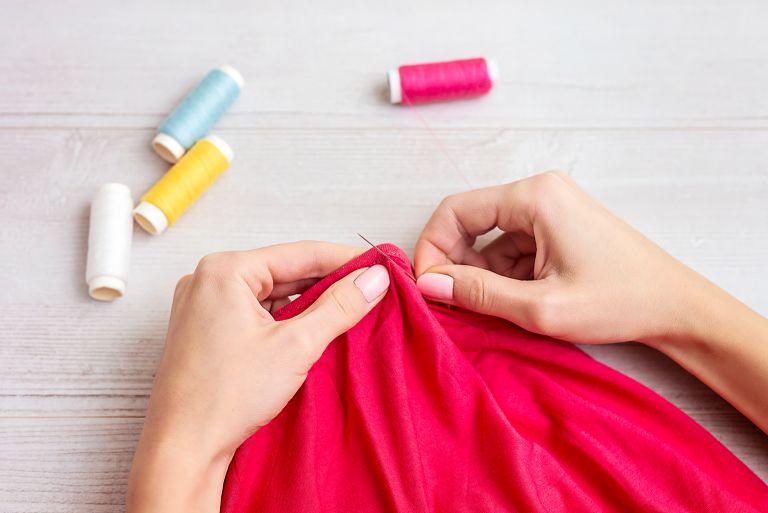 Έτσι θα επιδιορθώσετε το αγαπημένο σας ρούχο | vita.gr