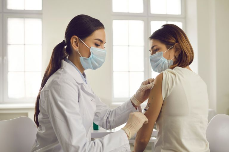 Κοροναϊός: Νέα σύσταση για συνδυασμό εμβολιών AstraZeneca και mRNA   vita.gr