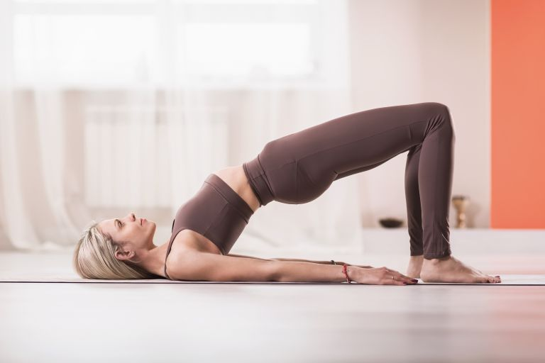Stretching ασκήσεις για δυναμική αποθεραπεία   vita.gr