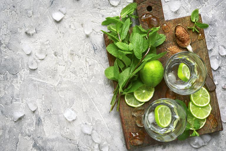 Καύσωνας: Πόσο αλκοόλ πίνουμε στην ζέστη; | vita.gr