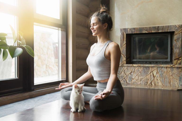 Yoga: Οι στάσεις που ανακουφίζουν τον πόνο της μέσης   vita.gr
