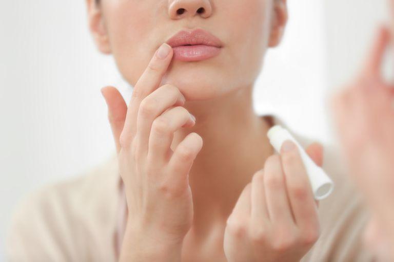 Έτσι θα σταματήσετε να δαγκώνετε τα χείλη σας | vita.gr
