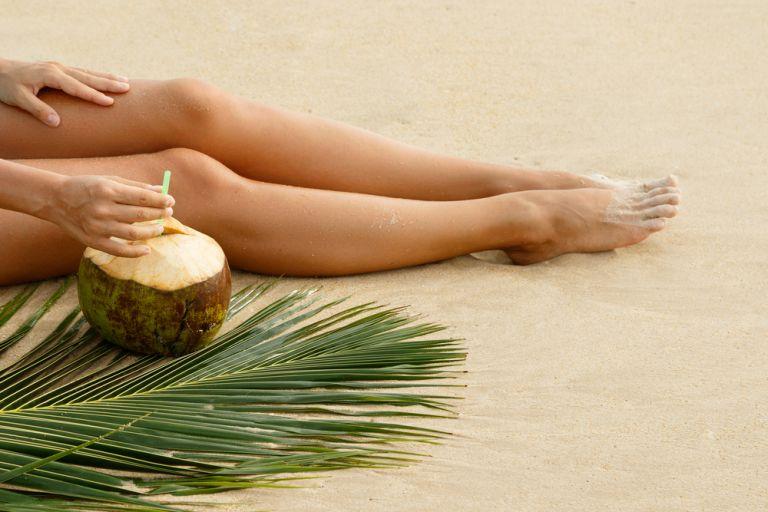 Σκούρα γόνατα ή αγκώνες; 3 φυσικοί τρόποι για να τα αντιμετωπίσουμε   vita.gr