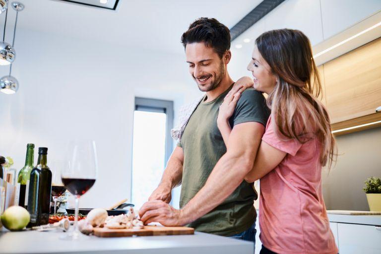 Δεν αντέχετε να μαγειρέψετε λόγω καύσωνα; Δοκιμάστε αυτές τις τέσσερις λύσεις | vita.gr