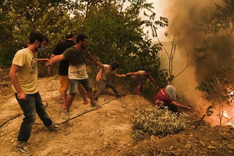 Φωτιά στην Εύβοια – Τα συγκλονιστικά καρέ που «μαρτυρούν» την καταστροφή   vita.gr