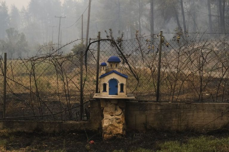 Φωτιά SOS – Οδηγίες προστασίας από τον τοξικό καπνό και τα αιωρούμενα σωματίδια | vita.gr